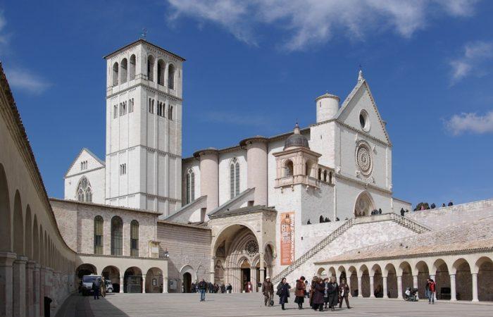basilica-assisi-umbria-in-moto